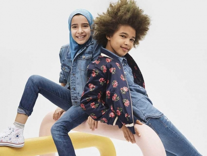 Gap released a back-to-school ad campaign a couple weeks ago which included a picture of a young girl wearing a hijab which raised many questions for many people.